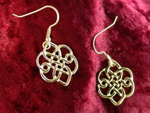 A picture of '9ct Gold Morris the Wind Earrings'