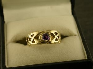 A picture of '18ct Gold Llannon Ring'