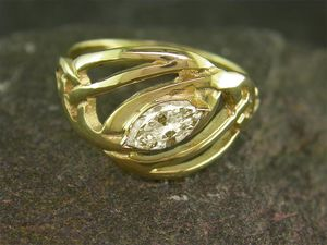 A picture of '18ct Gold Precious Gemstone Llanfair Ring'