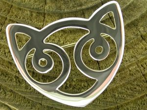A picture of 'Silver Snowdon Cat Brooch'