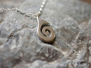 A picture of 'Silver Small Breakers Pendant'
