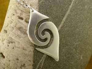 A picture of 'Silver Large Breakers Pendant'