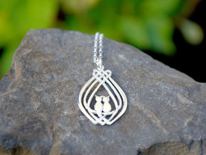 A picture of 'Silver Cuddle Cats Pendant'