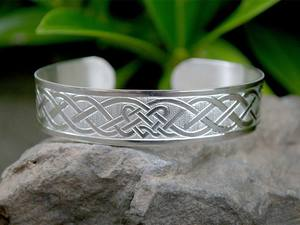 A picture of 'Silver Dyfrdwy Bangle'