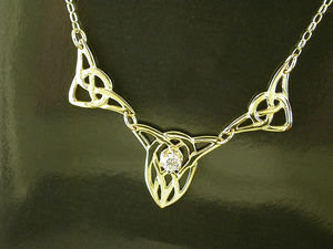 A picture of '9ct Rhiannon Welsh Gold Dolbadarn Three Piece Necklet'