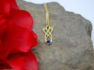 A picture of '18ct Rhiannon Welsh Gold Mererid Pendant'