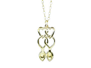 A picture of '9ct Rhiannon Welsh Gold Annwyl Love-spoon Pendant'