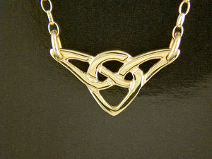 A picture of '9ct Rhiannon Welsh Gold Padarn Necklet'