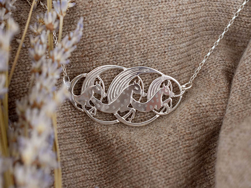 A picture of 'Silver Manannan Horses Necklet'