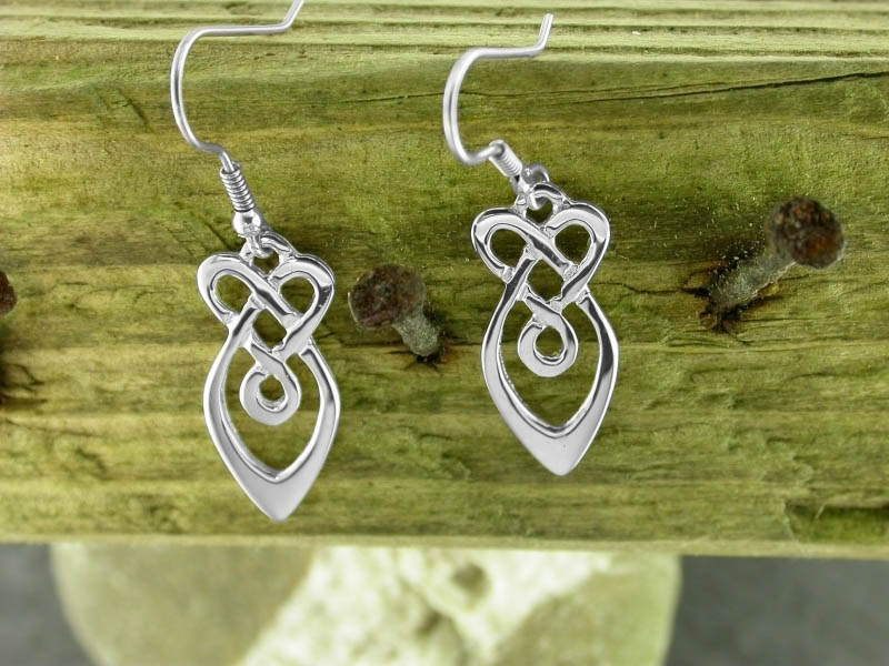 A picture of 'Silver Raindrops Earrings'