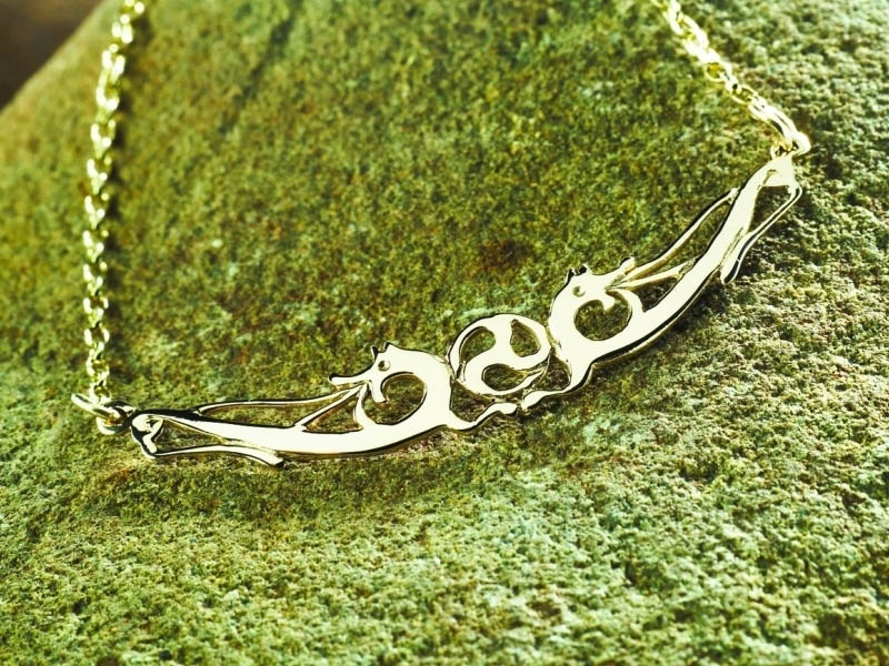 A picture of '18ct Rhiannon Welsh Gold Merlin's Prophecy Necklet'
