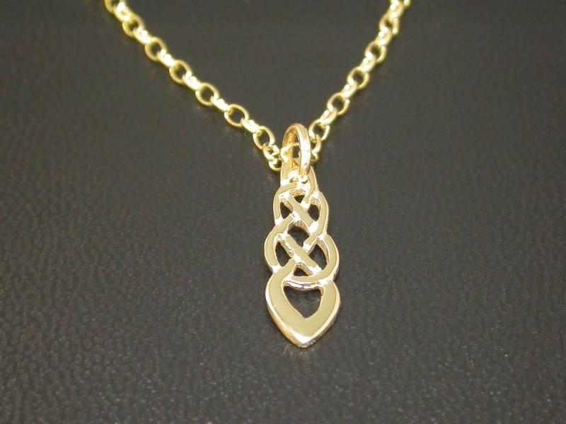 A picture of '18ct Rhiannon Welsh Gold Trefilan Pendant'
