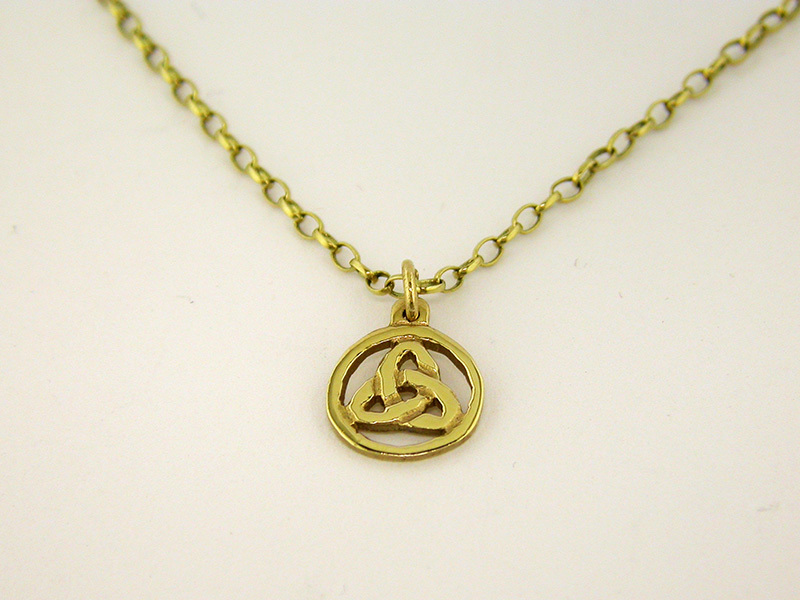 A picture of '18ct Rhiannon Welsh Gold Osian Pendant'