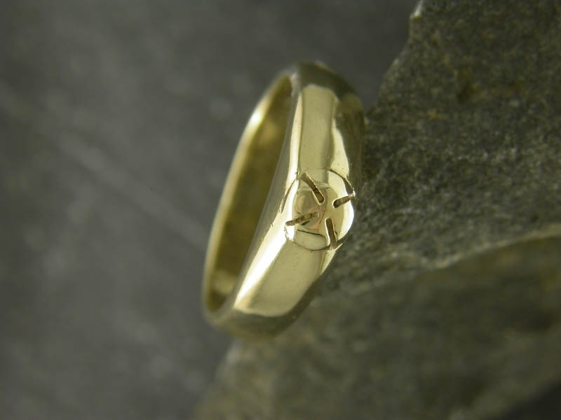 A picture of '18ct Gold Medieval Ring''