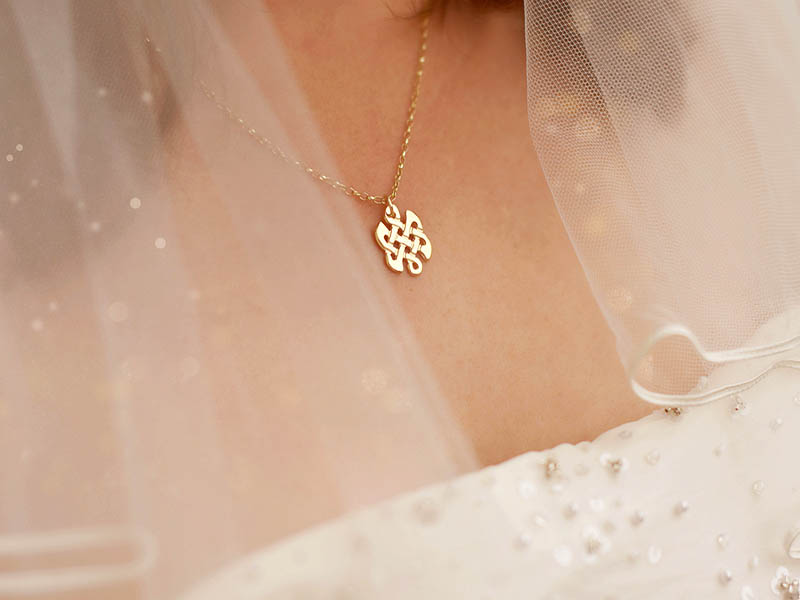 A picture of '9ct Gold Celtic Knot Pendant''