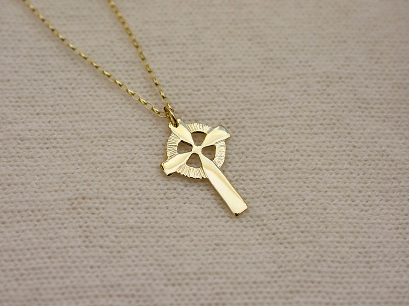 A picture of '18ct Gold Welsh Cross Pendant''