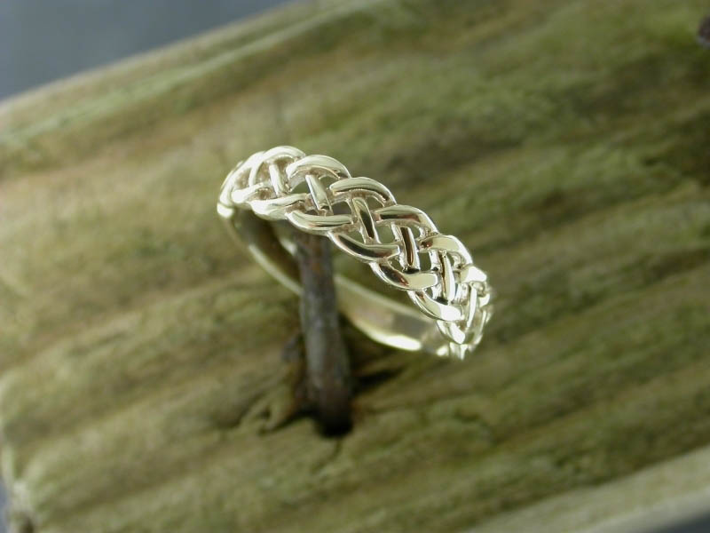 A picture of '9ct Gold Pierced Knot Ring''