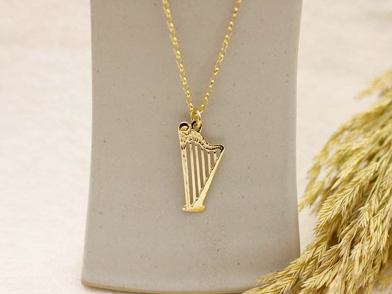 A picture of '18ct Gold Harp Pendant''
