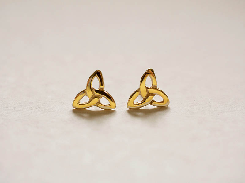 A picture of '9ct Gold Small Triple Knot Earstuds''