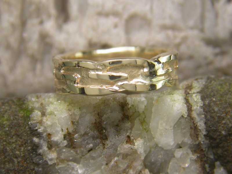 A picture of '9ct Gold Welsh Knotwork Ring''