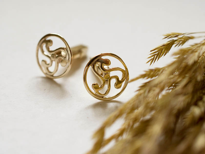 A picture of '9ct Anglia Triskele Cufflinks''