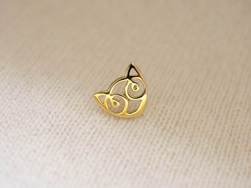 A picture of '18ct Gold Small Snowdon Cat Pin''