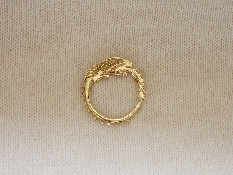 A picture of '9ct Gold Circle Dragon Brooch''