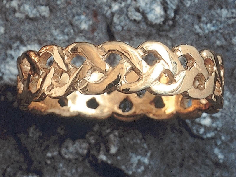 A picture of '18ct Gold Plait Knotwork Ring''