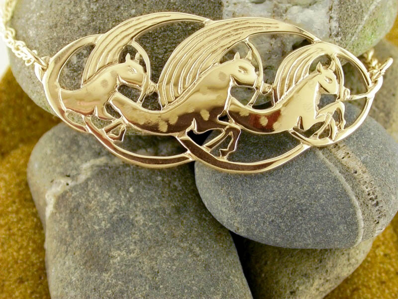 A picture of '18ct Gold Manannan Horses Necklet''