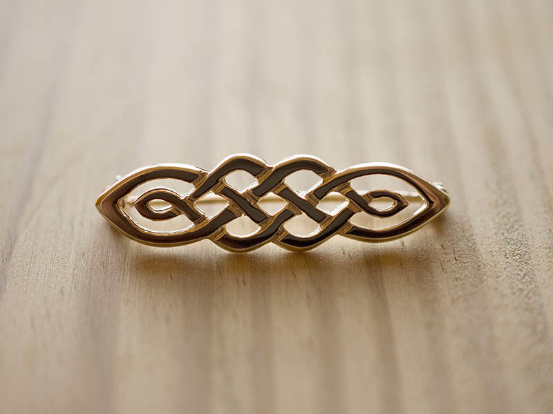 A picture of '18ct Gold Ribidires Brooch''