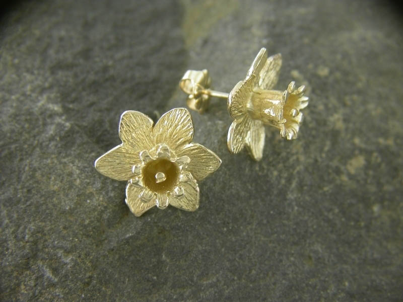 18ct Gold Large Daffodil Earstuds