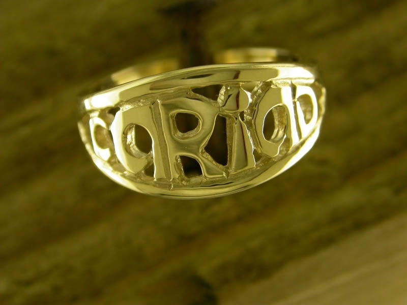 A picture of '18ct Gold Cariad Ring''