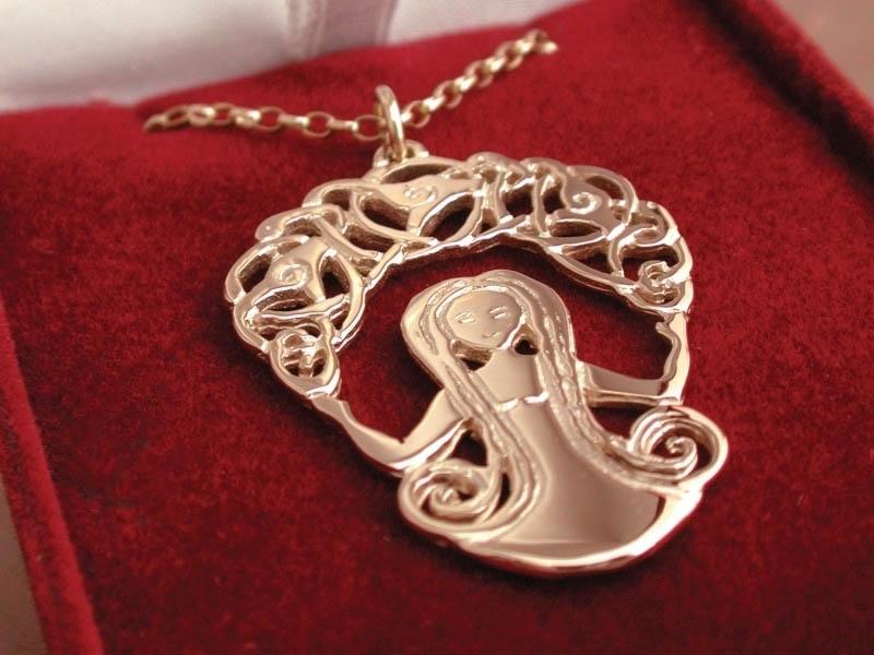 A picture of '9ct Gold Rhiannon Pendant''