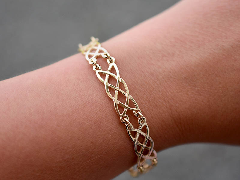 A picture of '9ct Gold Elen Bracelet''
