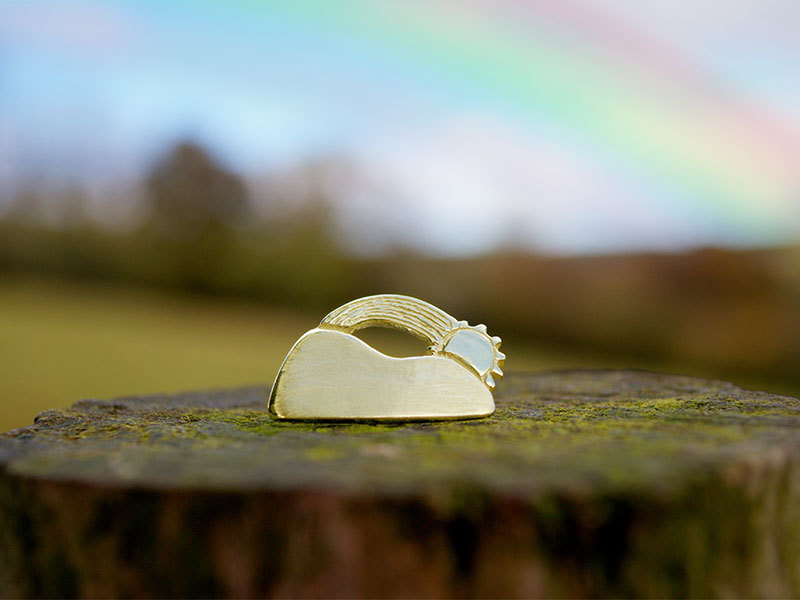 A picture of '9ct Gold Pin - Here Comes the Sun''