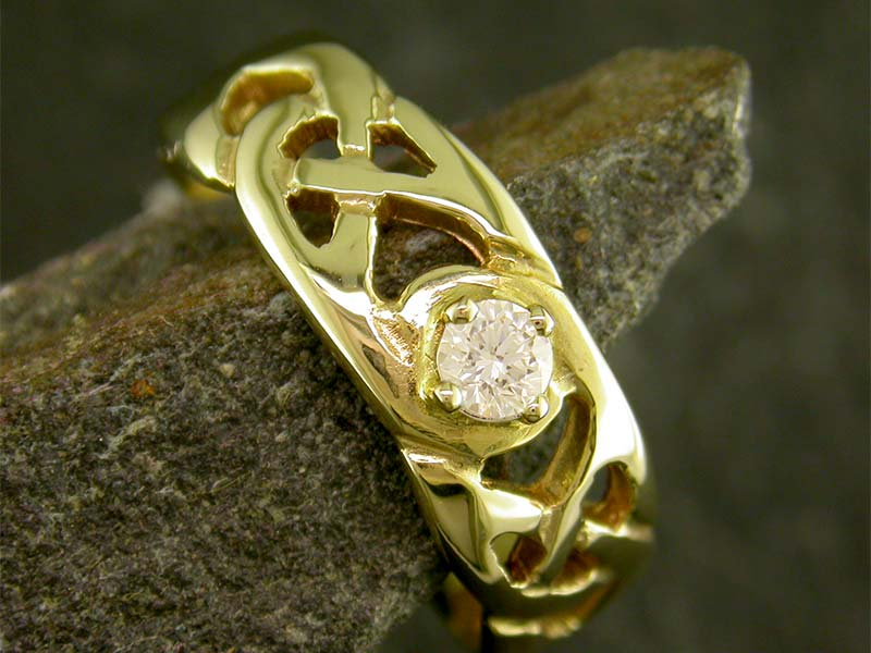 A picture of '18ct Gold Precious Gemstone Llannon Ring''