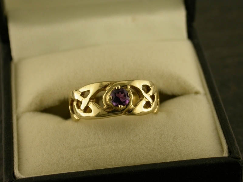 A picture of '9ct Gold Llanon Ring''