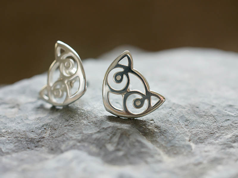 Silver Small Snowdon Cat Earstuds