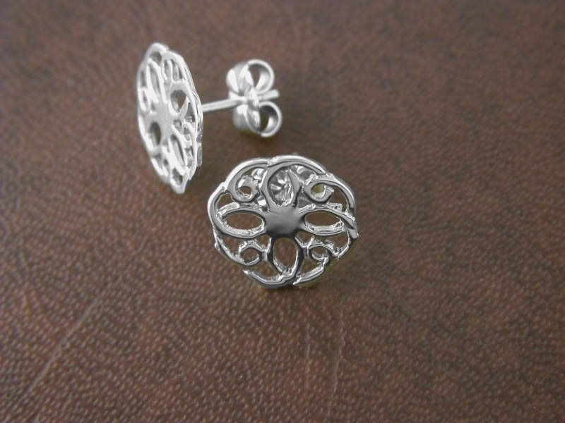 A picture of 'Silver Summer Rose Earstuds''