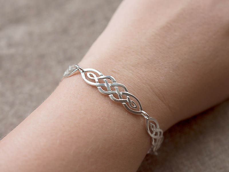 A picture of 'Silver Ribidires Bracelet''