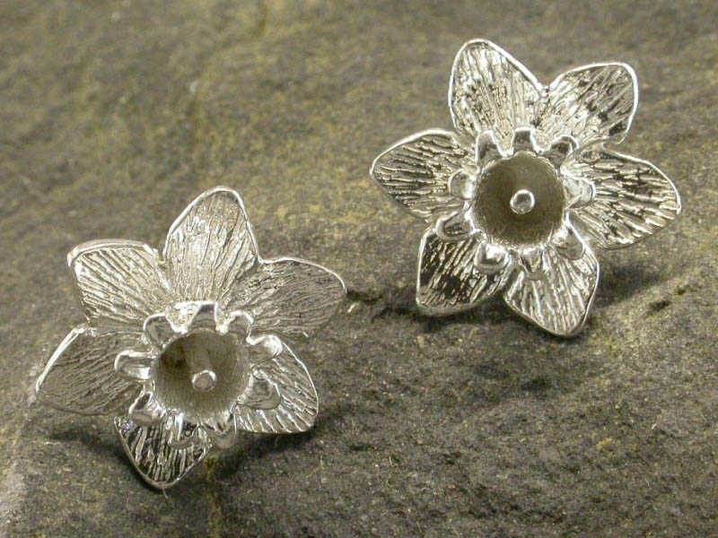 A picture of 'Silver Large Daffodil Earstuds''