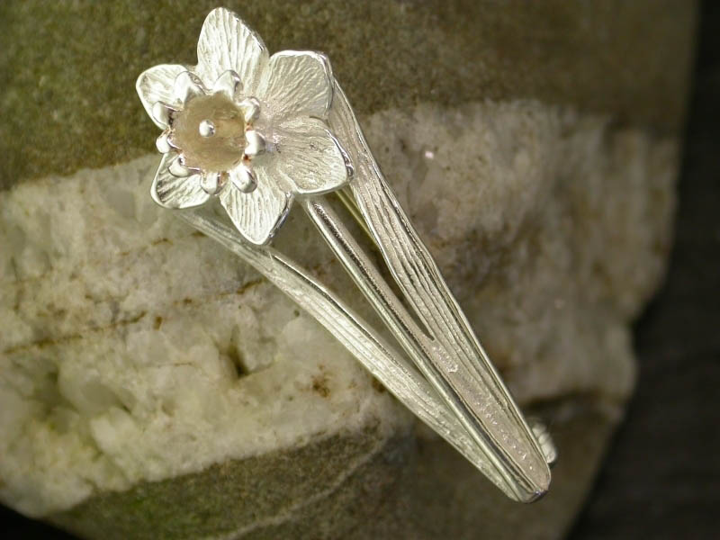 A picture of 'Silver Daffodil Brooch''