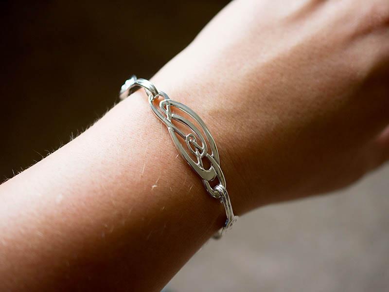 A picture of 'Silver Love Knots Bracelet''