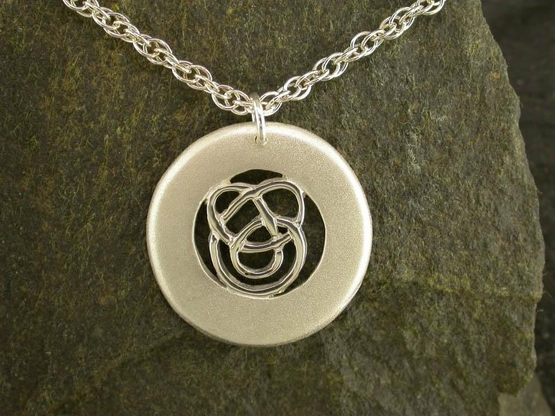 A picture of 'Silver Circlular Calon Lân Pendant''
