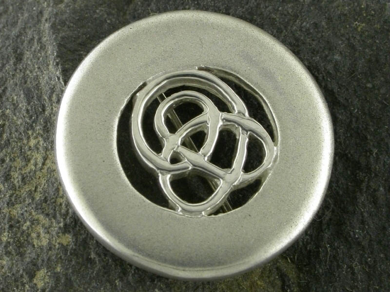 A picture of 'Silver Circular Calon Lân Brooch''