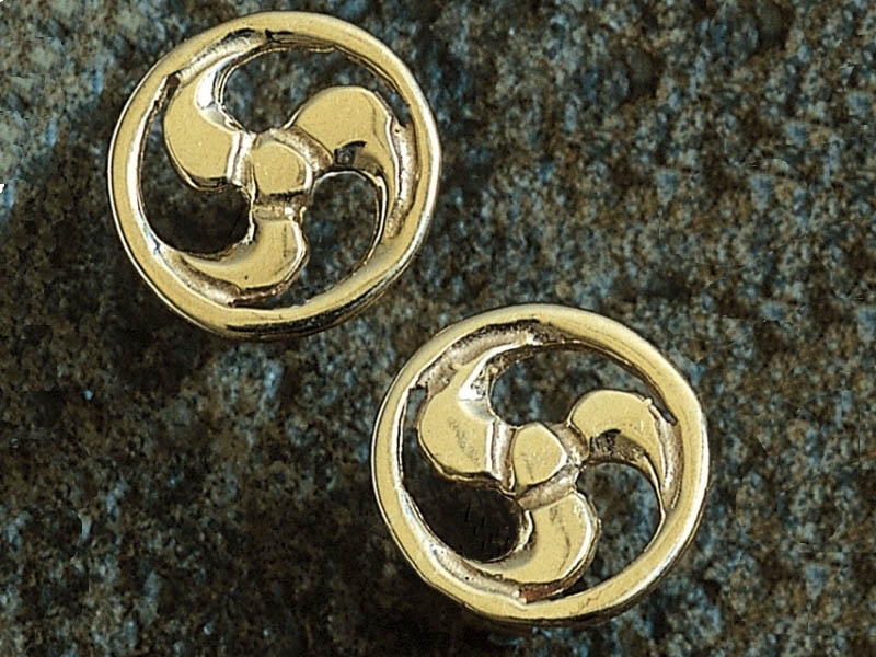 A picture of '9ct Rhiannon Welsh Gold Arberth Earstuds''