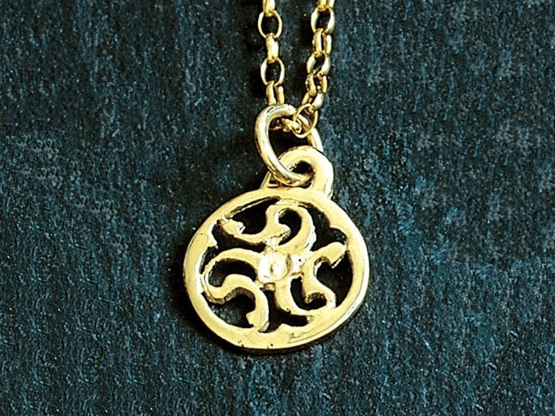 A picture of '9ct Rhiannon Welsh Gold Prysor Pendant''