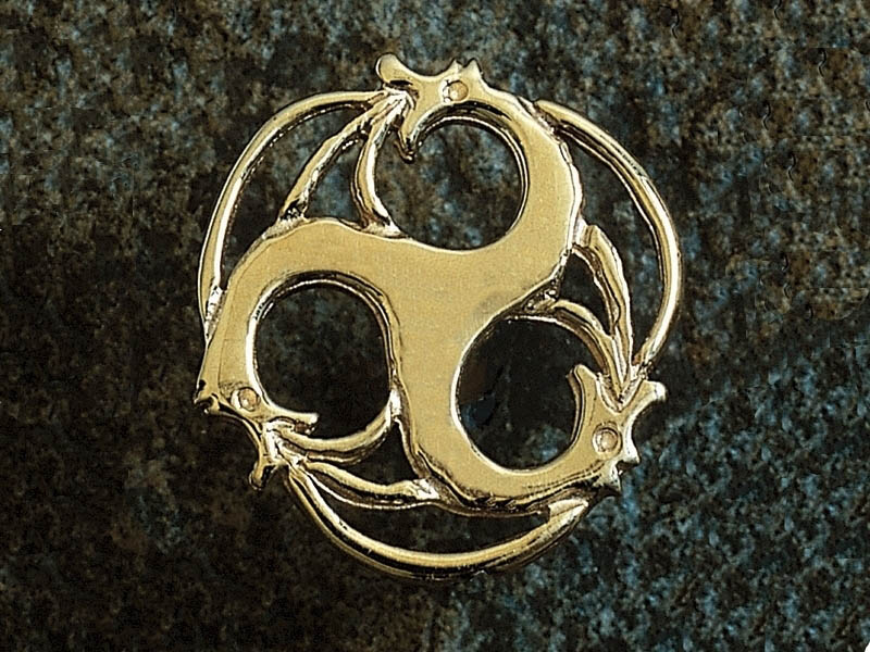 18ct Rhiannon Welsh Gold Merlin Pin