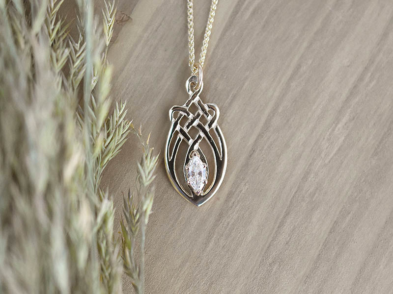 A picture of '9ct Rhiannon Welsh Gold Dolforwyn Pendant''