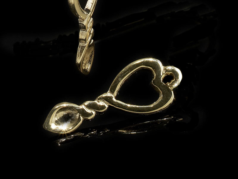 A picture of '9ct Rhiannon Welsh Gold Miniature Love-spoon Pendant''
